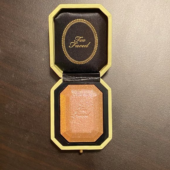 SWATCHED Too Faced CANARY DIAMOND Highlighter